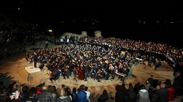 70χρονη έφτυσε μαέστρο επειδή ήθελε να ακούσει Έλληνες συνθέτες και όχι Μπαχ
