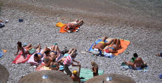 Η ΕΛ.ΑΣ. συμβουλεύει: Πώς θα αποφύγετε τους κλέφτες στην παραλία