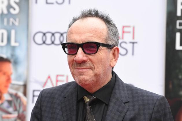 Με επιθετική μορφή καρκίνου διαγνώστηκε ο Elvis Costello. Ακυρώνει την περιοδεία του