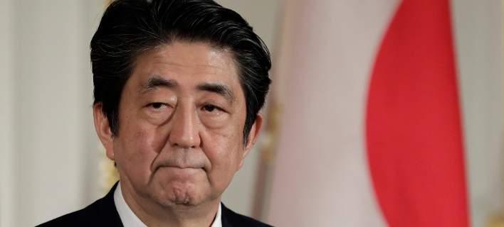 Ιαπωνία: Ο πρωθυπουργός ακυρώνει την περιοδεία του σε 4 χώρες, μετά τις φονικές πλημμύρες