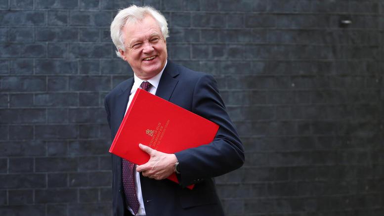Παραιτήθηκε ο αρμόδιος υπουργός για το Brexit Ντέβιντ Ντέιβις