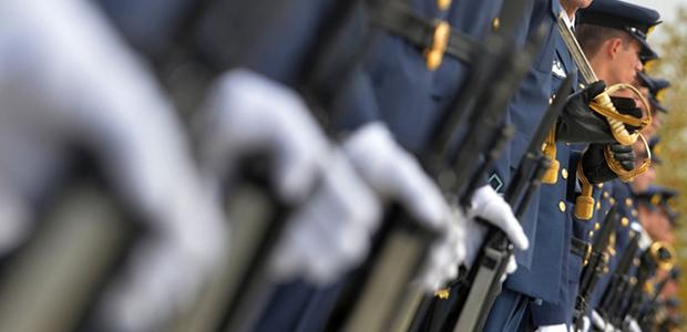 Οι επιστροφές των ενστόλων: Τι θα λάβουν από τις παράνομες παρακρατήσεις [λίστα]