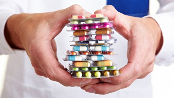 Εντονη αντίδραση φαρμακοποιών για την απαγόρευση διάθεσης φαρμάκων άνω των 1.000 ευρώ