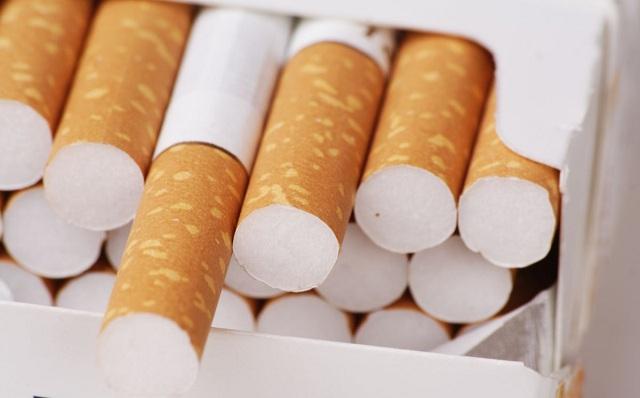 Πουλούσαν αφορολόγητα πακέτα τσιγάρων και καπνό στη λαϊκή αγορά