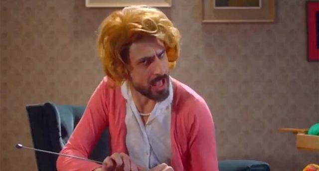 Ο Λαρισαίος ηθοποιός που ντύθηκε νοικοκυρά για τη διαφήμιση του Μουντιάλ [video]