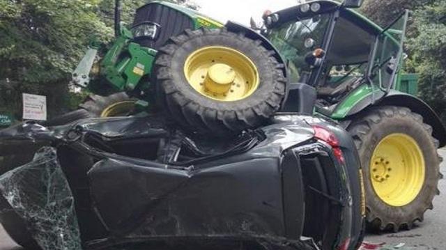 Mαινόμενος 42χρονος πάταγε αυτοκίνητα με το τρακτέρ του
