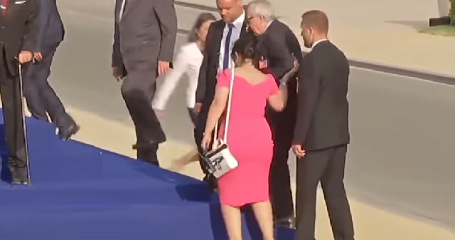 Τρέκλιζε ο Γιούνκερ στη Σύνοδο του ΝΑΤΟ [βίντεο]