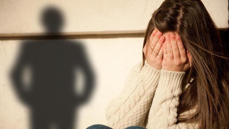 Κατήγγειλε τον σύζυγό της για ασέλγεια στην 3χρονη κόρη τους