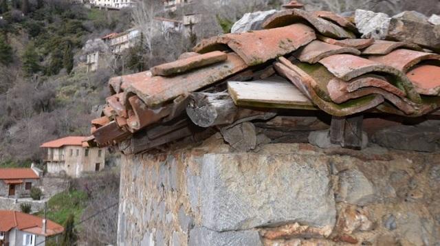 Νεκρή γυναίκα που καταπλακώθηκε από τοίχο κτιρίου στα Τρίκαλα