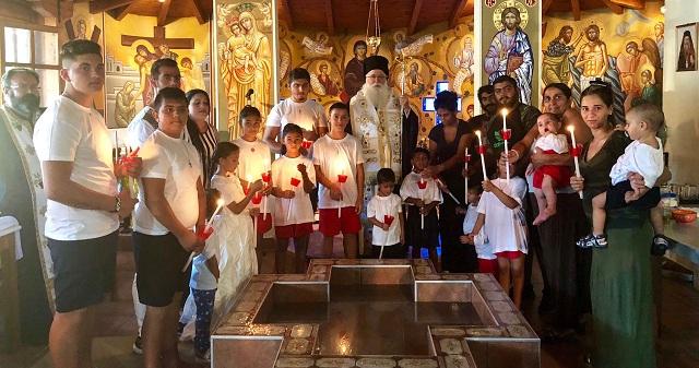 Ξεχωριστή εμπειρία με βάπτιση εικοσιπέντε παιδιών ΡΟΜΑ στο Φυτόκο