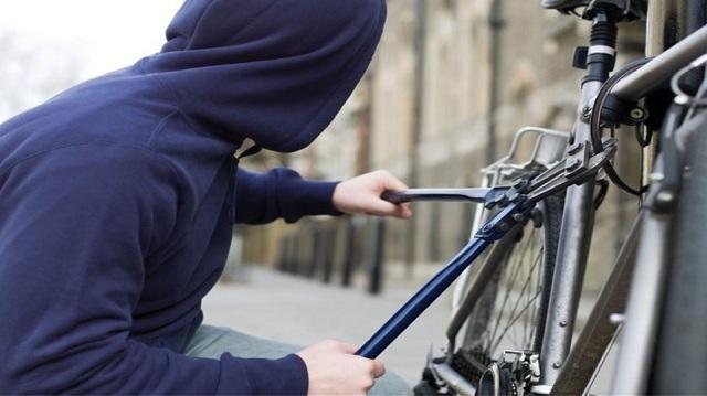 Έκλεψε ποδήλατο για να μεταφέρει κλεμμένη ταμειακή