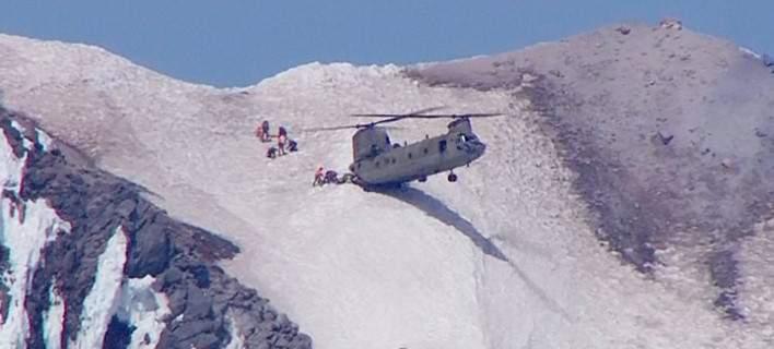 Σινούκ ακουμπά με τις δύο ρόδες σε χιονισμένο βουνό για να σώσει ορειβάτη [βίντεο]