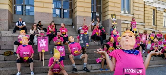 Εγκυες ντυμένες «Τραμπ» διαδηλώνουν κατά της πολιτικής του για τις αμβλώσεις [εικόνες]