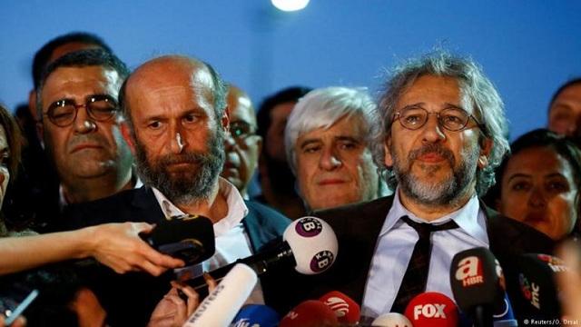 Αθωώθηκε ο δημοσιογράφος Ερντέμ Γκιούλ της «Cumhuriyet»