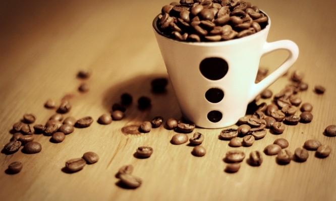 Καφές το πρωί: Γιατί πρέπει να μην τον πίνετε με άδειο στομάχι