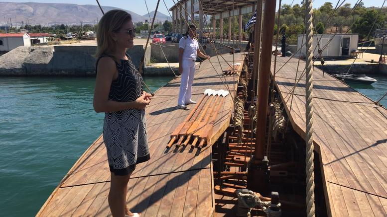 Ατύχημα είχε η Ευγενία Μανωλίδου: Επεσε από τριήρη στη θάλασσα
