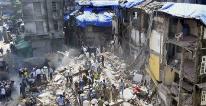 Κατάρρευση εξαώροφης πολυκατοικίας κοντά στο Νέο Δελχί
