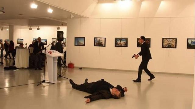 Συνελήφθη πρώην αστυνομικός για τη δολοφονία του Ρώσου πρέσβη στην Άγκυρα