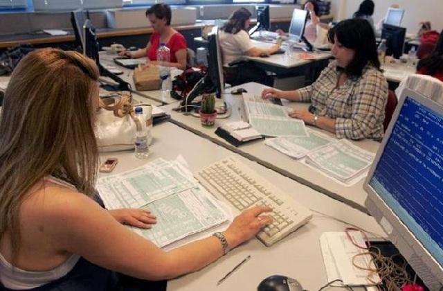 Φορολογικές δηλώσεις: Σχεδόν ένας στους δύο πληρώνουν-Πάνω από 1.100 ευρώ ο μέσος φόρος
