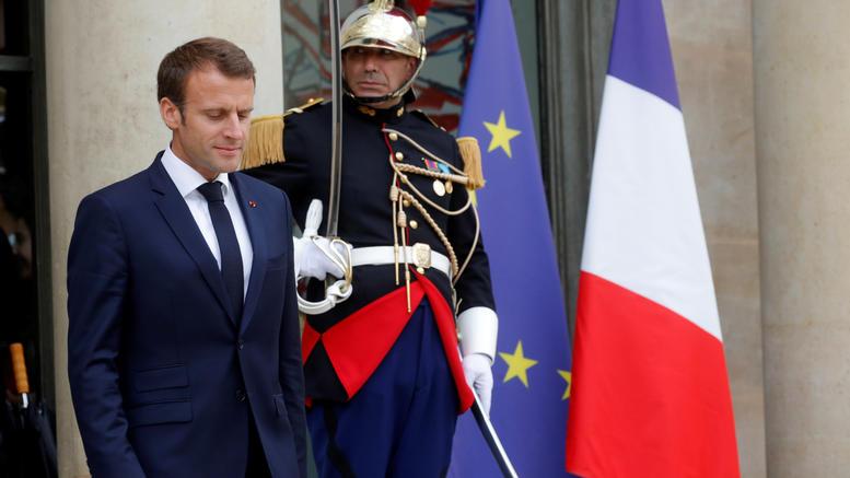 Γαλλία: Σε δύσκολη θέση ο Μακρόν, δίωξη σε πρώην συνεργάτη του