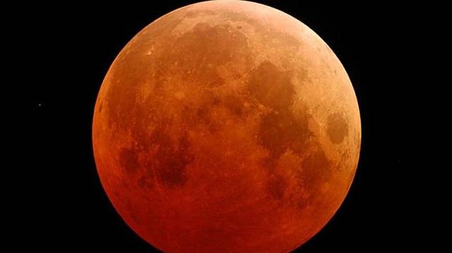 Παρατηρητήριο της ολικής έκλειψης σελήνης στην παραλία Βόλου
