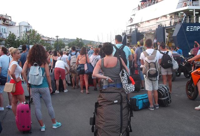 36.000 επιβάτες μέσα στον Ιούνιο ταξίδεψαν από Βόλο στις Β. Σποράδες