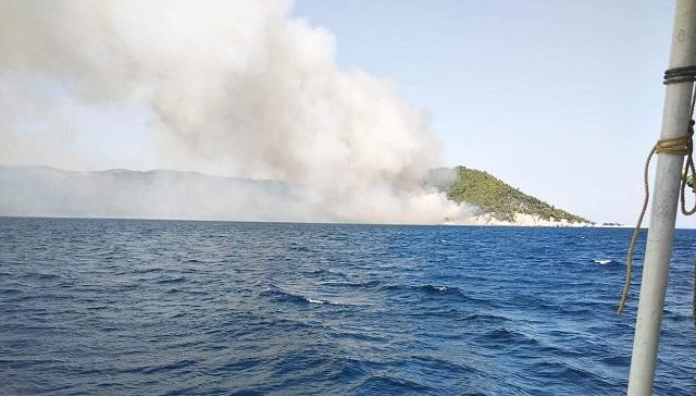 Πηδούσαν στη θάλασσα για να σωθούν στη Σκόπελο