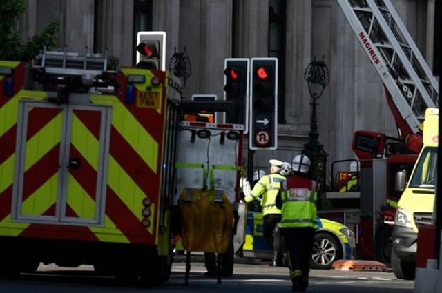 Πυρκαγιά σε πολυκατοικία του Λονδίνου