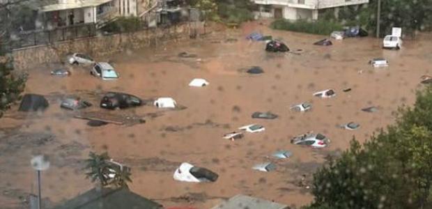 Η βροχή έπνιξε το Μαρούσι -Βούλιαξαν αυτοκίνητα σε υπαίθριο πάρκινγκ