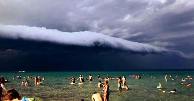 Shelf Cloud: Εντυπωσιακό φαινόμενο πριν την καταιγίδα καταγράφηκε στους Νέους Πόρους Λάρισας [εικόνες]