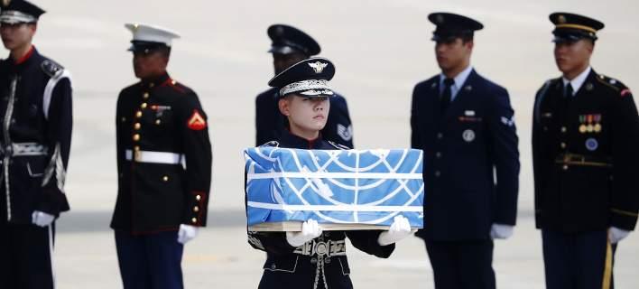 Ο Κιμ παραδίδει στον Τραμπ τα λείψανα 55 Αμερικανών από τον πόλεμο της Κορέας