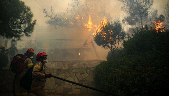 Βολιώτες πυροσβέστες στην πύρινη κόλαση στην ανατολική Αττική