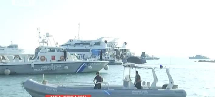 Το Flyingcat 4 προσέκρουσε σε βράχια. Πλοία του Λιμενικού απομακρύνουν τους 215 επιβάτες