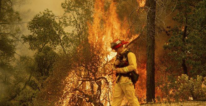 Γιγαντώνεται η καταστροφική φωτιά στην Καλιφόρνια, έξι οι νεκροί