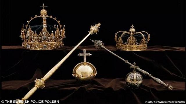 Το «ριφιφί» του αιώνα: Έκλεψαν βασιλικά στέμματα ανεκτίμητης αξίας –Ξέφυγαν με σκάφος