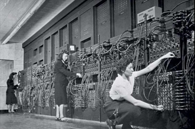Πώς «έδιωξαν» τις γυναίκες από τους υπολογιστές, με διαφημίσεις, οικογένεια και καθηγητές