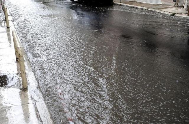 Πλημμύρες από τη βροχή στον Πολύγυρο Θεσσαλονίκης: Στο μισό μέτρο το νερό