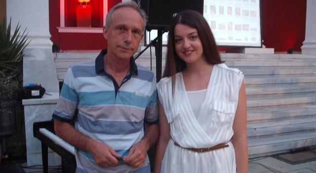 Η αριστούχος Κατερίνα Πέτρου βραβεύτηκε στην εκδήλωση στην αυλή του Μουσείου