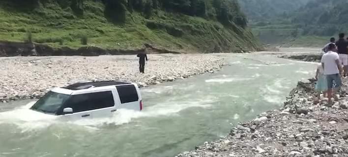 Kινέζος πήγε να πλύνει το αμάξι του σε ποτάμι – Αλλά άνοιξε το φράγμα! [βίντεο]