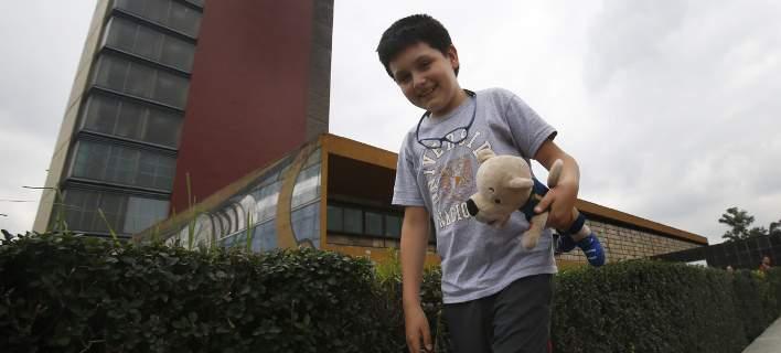 Φοιτητής ετών 12: Μια ιδιοφυΐα που θα πάει στο πανεπιστήμιο με λούτρινο κουκλάκι