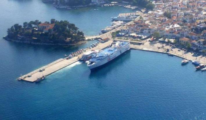 Πρόσκρουση πλοίου στο λιμάνι της Σκιάθου