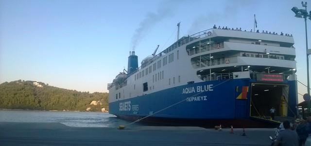 Επιβατηγό  προσέκρουσε  στο λιμάνι  της Σκιάθου