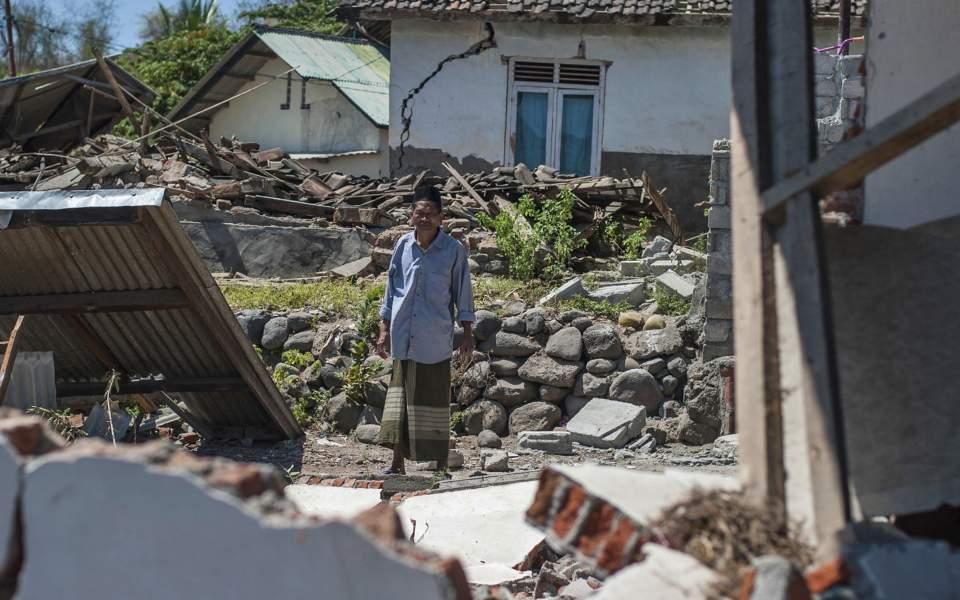 Iνδονησία: 98 νεκροί από τον ισχυρό σεισμό