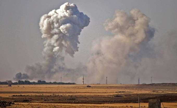 Συρία: Βομβαρδισμοί και σφοδρές μάχες ανάμεσα στο καθεστώς και το ΙΚ στην έρημο