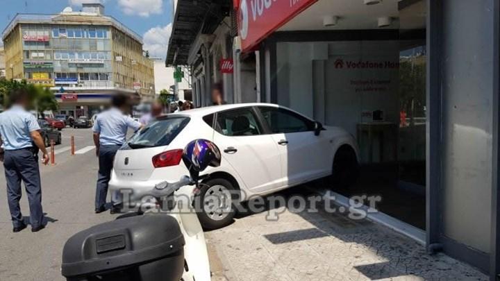 Παρκάρισμα για...Όσκαρ στο κέντρο της Λαμίας - ΦΩΤΟ