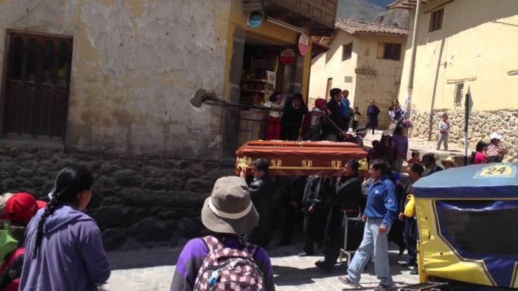 Έφαγαν σε κηδεία & πέθαναν: Δέκα νεκροί & δεκάδες άρρωστοι από δηλητηρίαση
