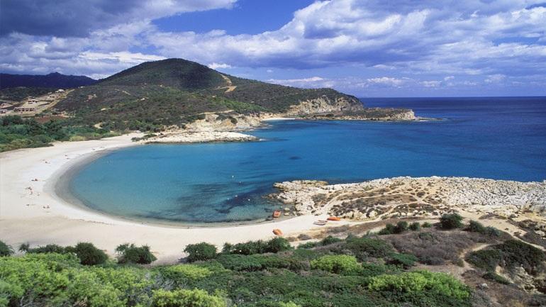 Αν κλέψεις άμμο από παραλία της Σαρδηνίας θα πληρώσεις πρόστιμο 3.000 €