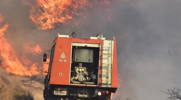 Ολονύχτια μάχη με τις φλόγες στη Ζάκυνθο -Οι άνεμοι δυσκολεύουν την προσπάθεια των πυροσβεστών