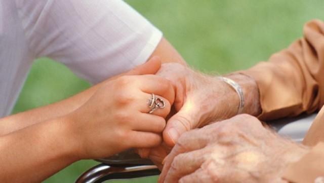 Νέο πρόγραμμα υποστήριξης συγγενών με νόσο Αλτσχάιμερ