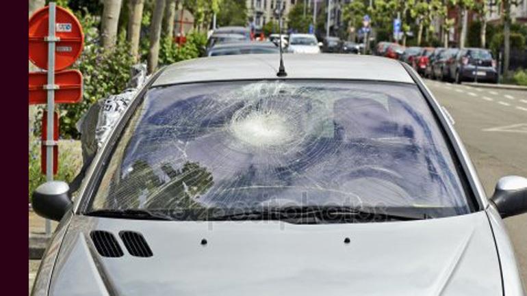 Χαλκίδα: Ανήλικος πετούσε πέτρες σε διερχόμενα αυτοκίνητα